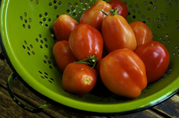 How to: Freeze and Peel Tomatoes for Easy Preserving and Winter Hoarding