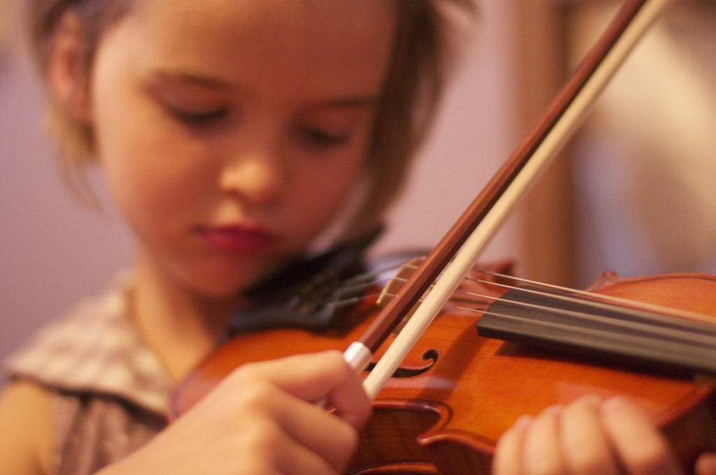 % year old playing violin www.Cubitsseedco.com